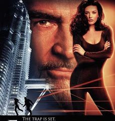 Entrapment (1999) 300MB English BRRip 420p ESubs